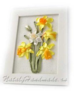 Картина Нарцисы лентами