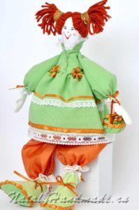 Кукла-из ткани-зеленая-одежда