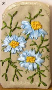 Чехол для мобилки с голубыми ромашками