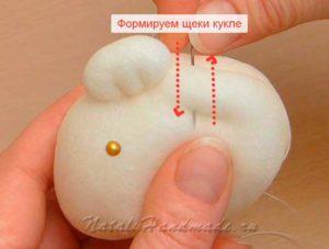 Формируем щеки кукле сплюшке